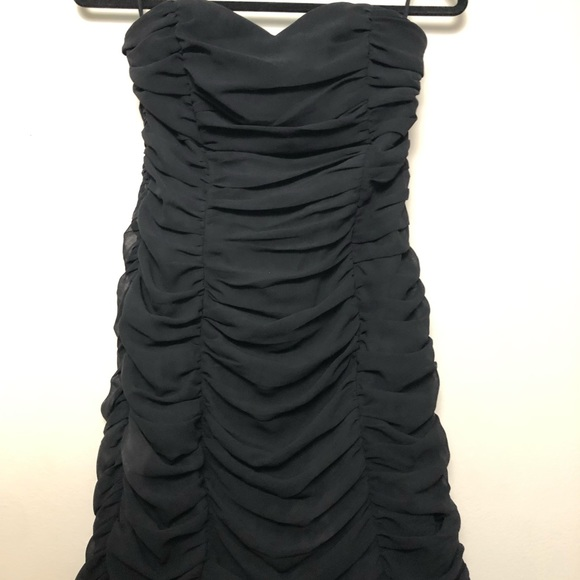 H&M Dresses & Skirts - Black Strapless Sweetheart Ruched Minisdress